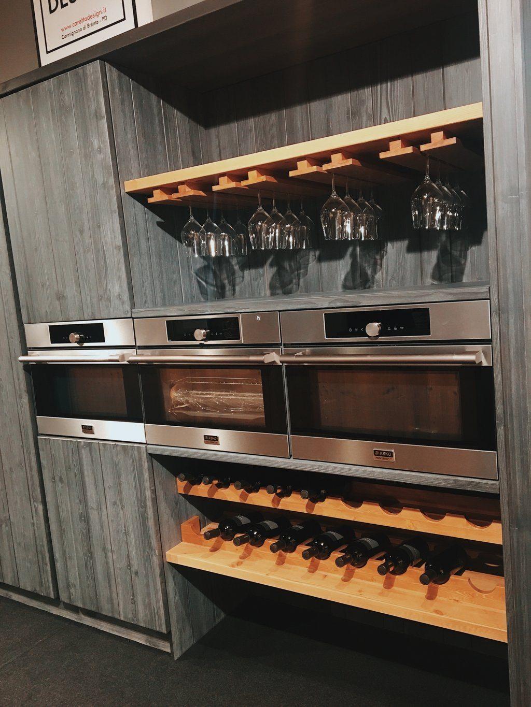 Cucina con posa calice e posa bottiglie in legno new for Posa alzatina cucina